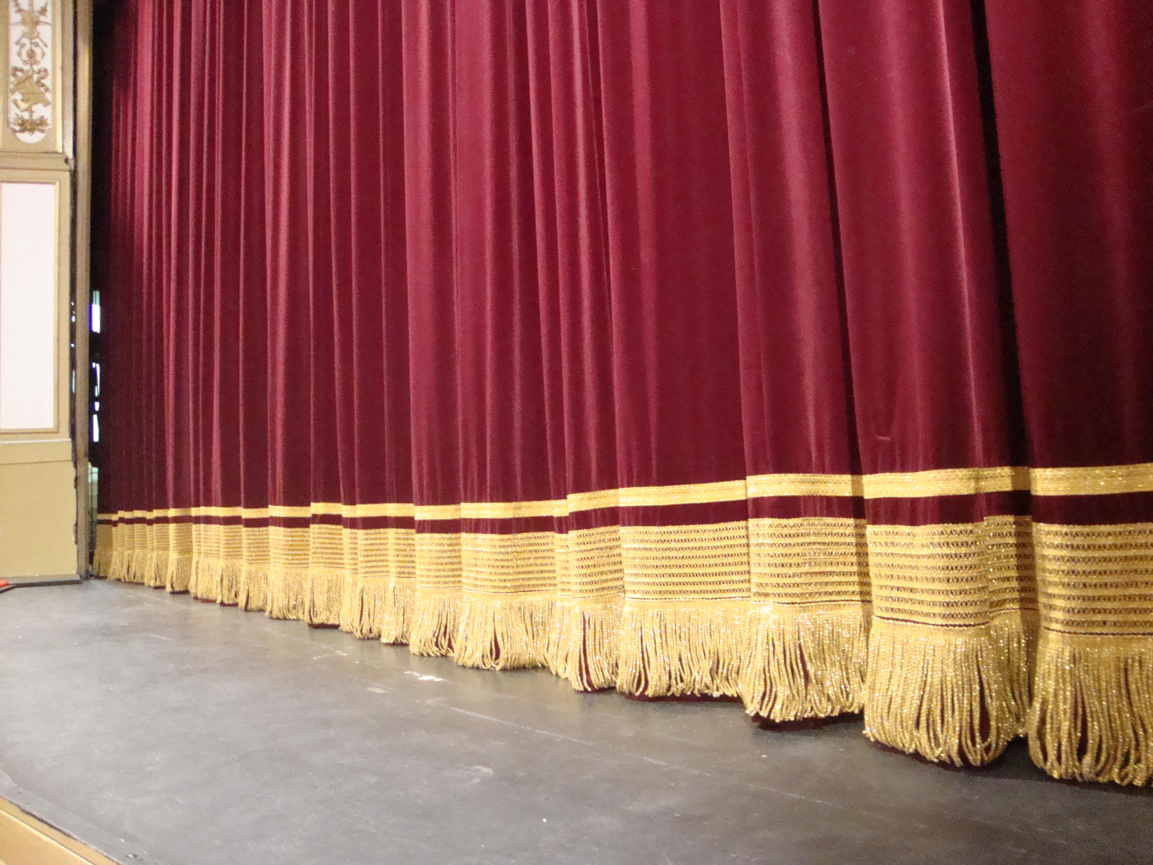 Flecos y cintas para telones de teatros
